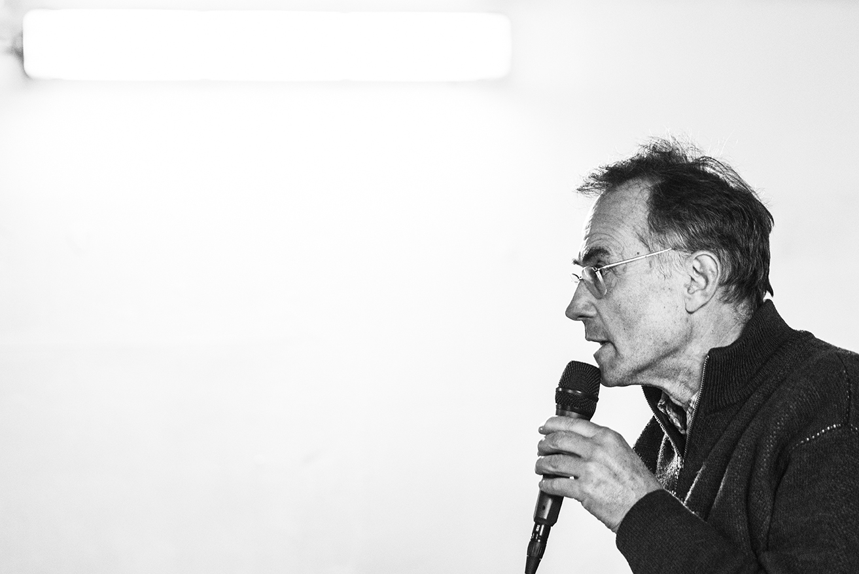 Marco Pastonesi mentre racconta Pantani