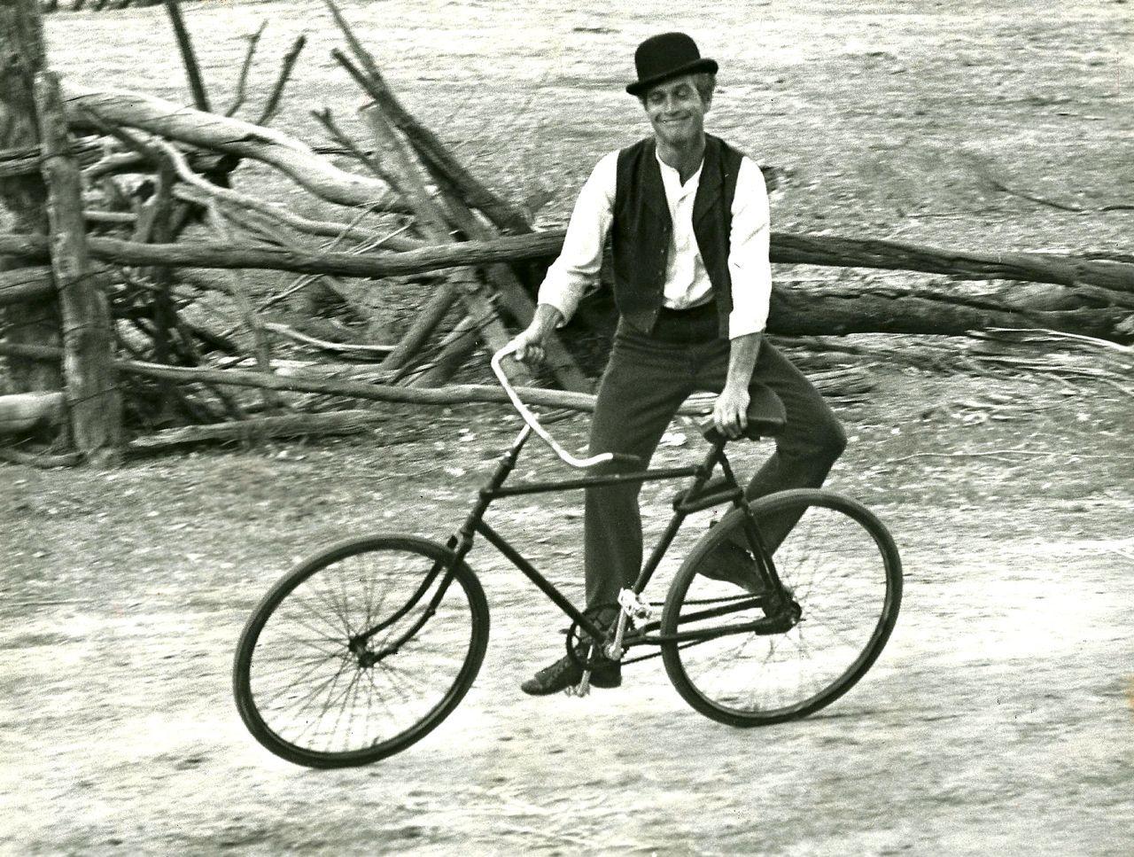 Paul Newman felice dopo il corso con Ciclostili