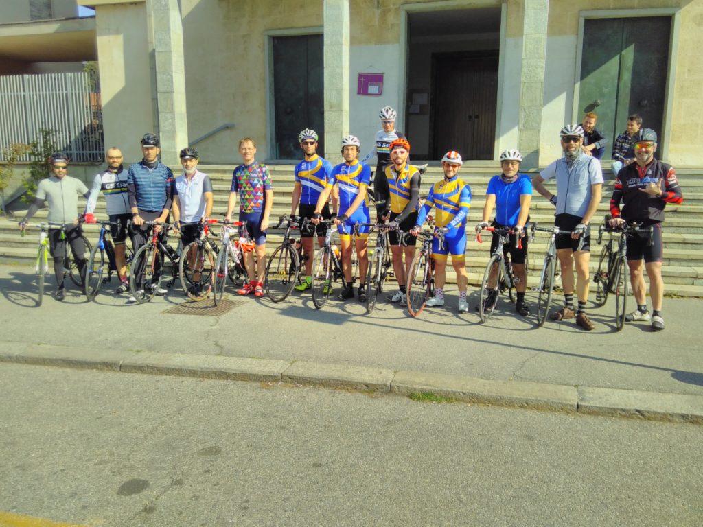"""I Ciclostili in partenza per """"La nostra Milano-Sanremo"""", in piazza a Sassi, Torino."""