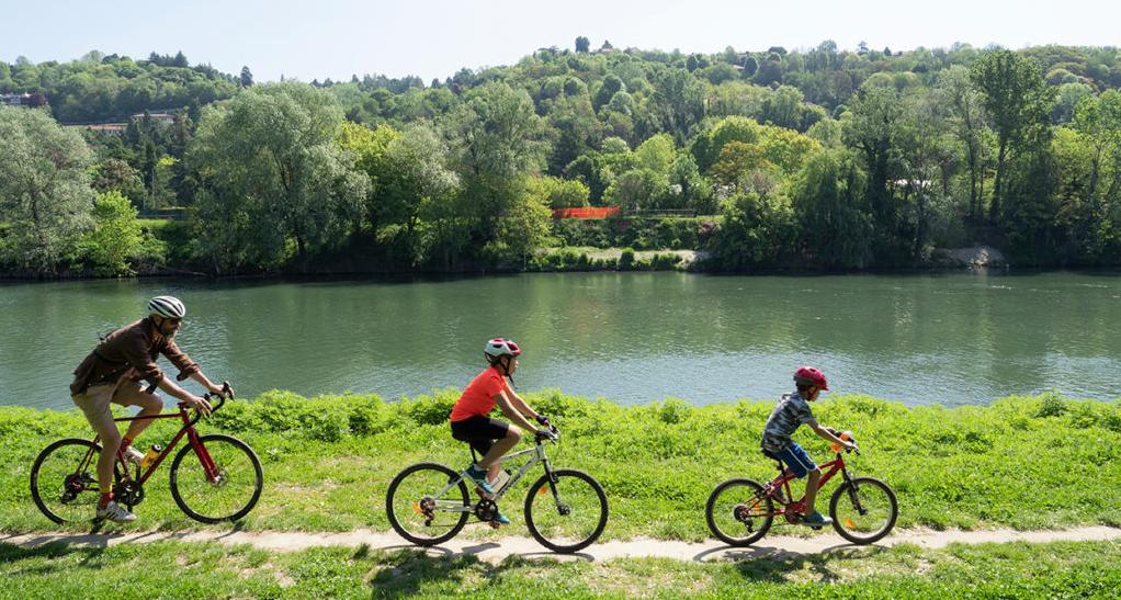 estate ragazzi in bicicletta