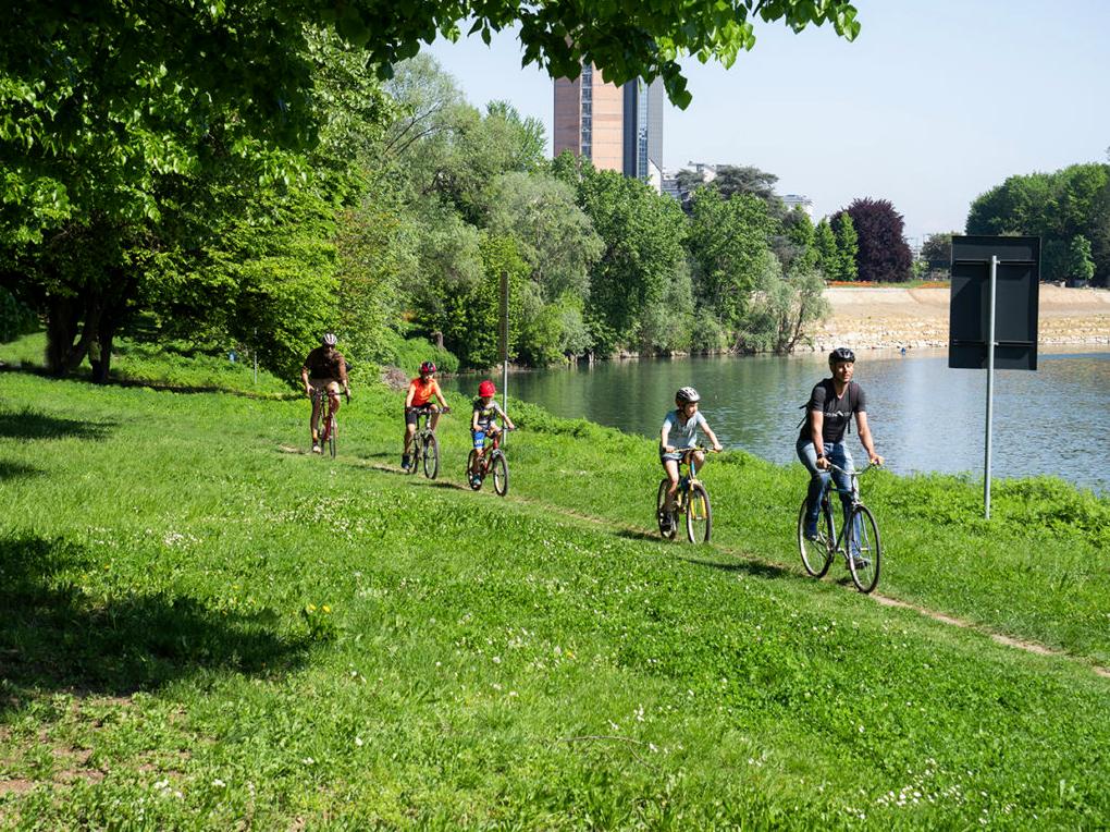 estate ragazzi in bicicletta - ciclismo a Torino